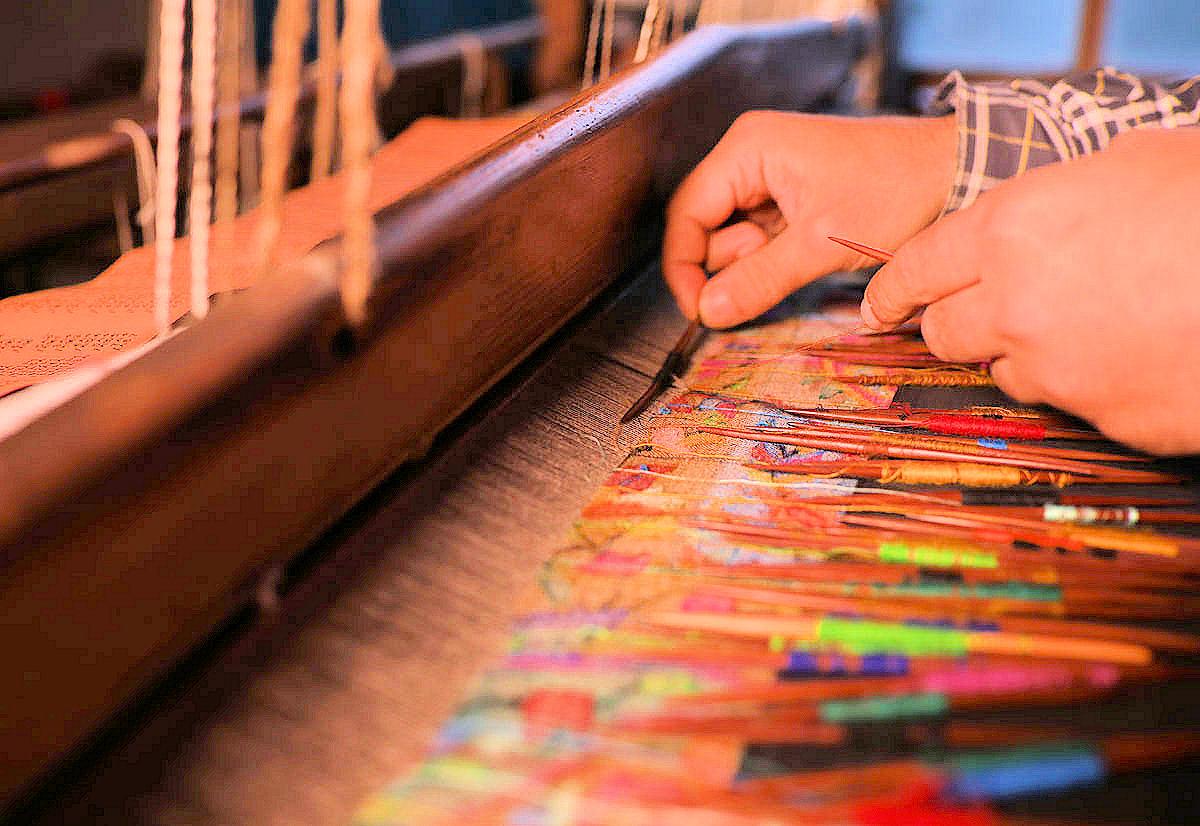 カニ織の歴史とカニ織の作り方|カシミヤ/パシュミナの王様(KANI Weaving)