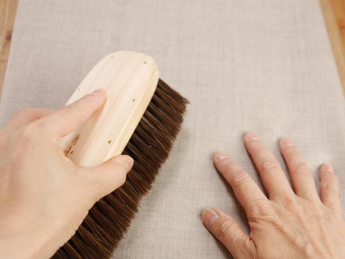⑤ブラシをかけカシミヤの表面を整えます