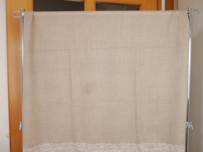 ④カシミヤストールを日陰で乾燥させる