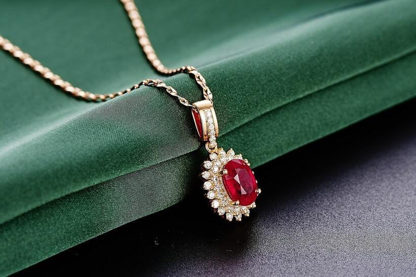 宝石の女王 ルビー|艶やかなルビーの赤の秘密!| Ruby