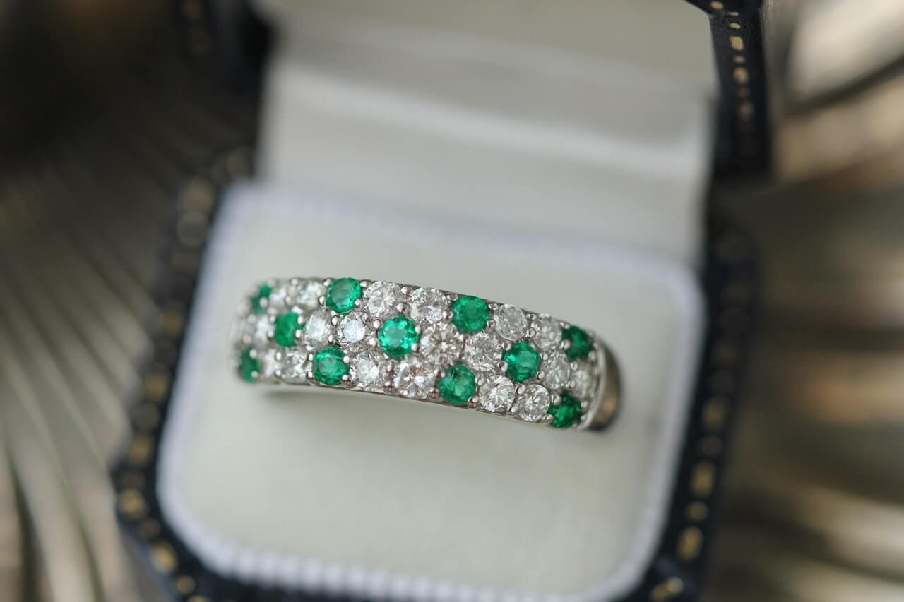 エメラルド(Emerald)|神秘的な深緑の輝きの秘密|世界四大宝石