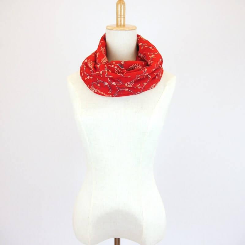 カシミヤ 手織り ショール|ジャアリ刺繍 手刺繍 パシュミナ|生地:カーマインレッド|刺繍糸(6色)